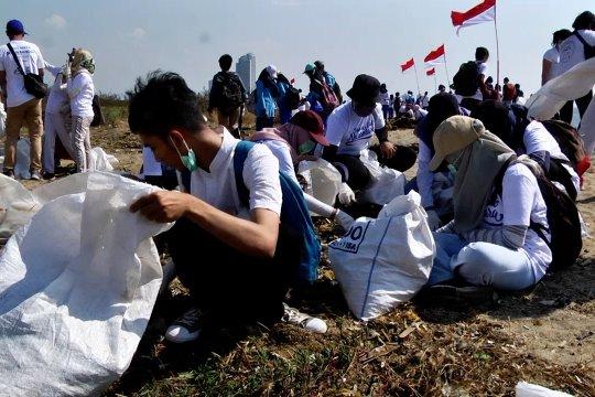 Pelajar hingga artis meriahkan aksi menghadap laut di Jakarta