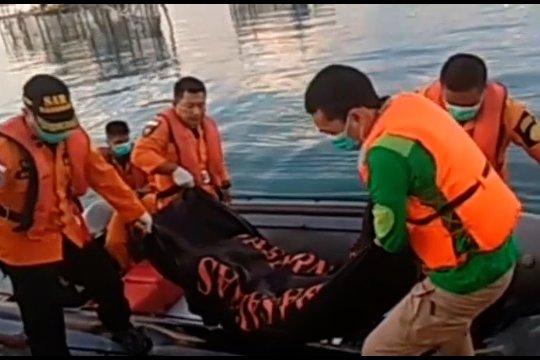 Tim SAR temukan 3 korban KM Izhar yang terbakar