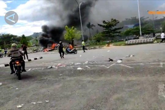 Massa rusak Bandara DEO dan bakar Lapas Sorong