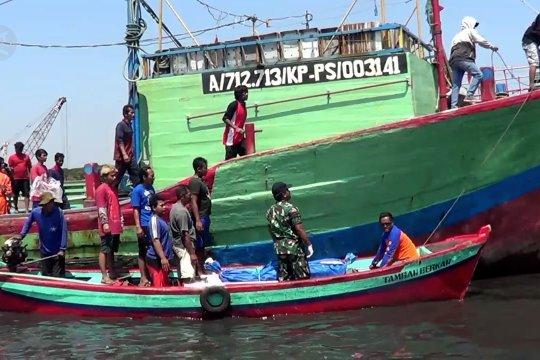 Korban kapal karam terombang-ambing di laut 3 hari