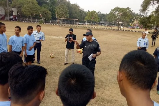 Mantan pelatih Timnas U-23 latih warga binaan LPKA Tangerang
