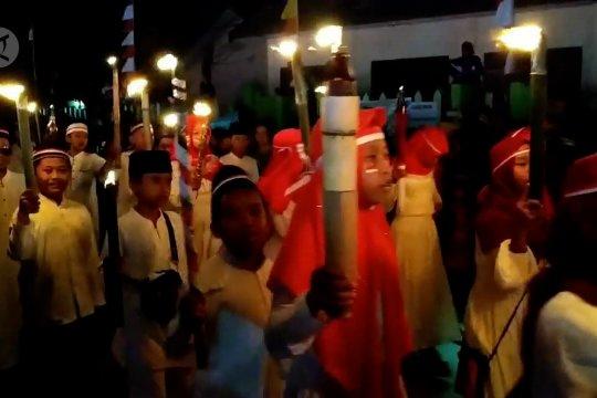 Tradisi Pawai Obor meriahkan malam di kota Sampit