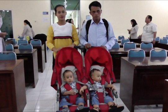 Bayi kembar siam Adam dan Malik dipulangkan