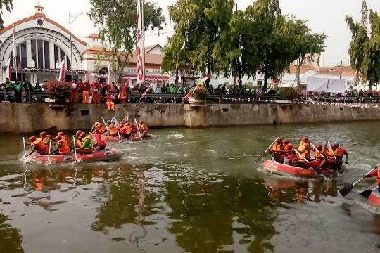 Lomba Dayung HUT ke-74 RI di Pasar Baru, Jakarta