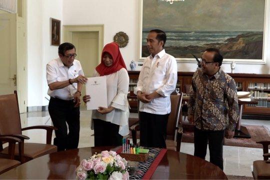 Bertemu presiden, Baiq Nuril terima salinan amnesti