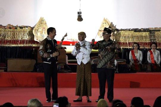Presiden Jokowi gelar pertunjukan wayang kulit di Istana Merdeka