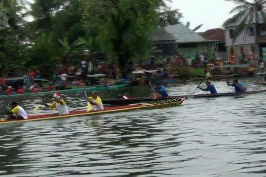 Adu cepat perahu Bidar mini di Sungai Keramasan Palembang