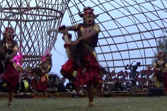 Festival Jathilan di lereng Gunung Bromo