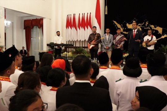 Presiden silaturahmi dengan Paskibraka dan GBN