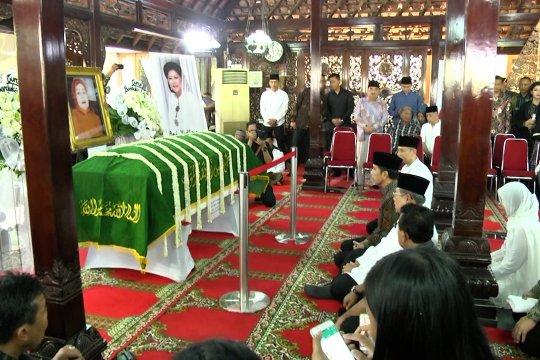 Sejumlah tokoh nasional ikut melayat Ibunda SBY