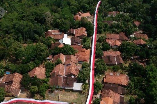 Warga Batang pasang bendera merah putih 350 meter