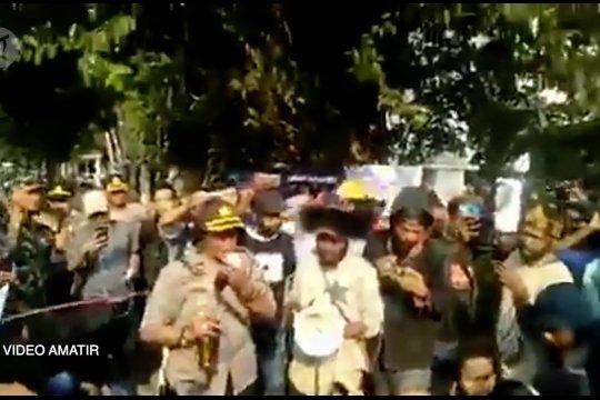 Polisi pemberi miras ke mahasiswa Papua dibebastugaskan