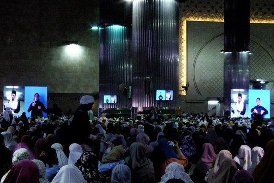 Hadirnya penerjemah bahasa isyarat di Masjid Istiqlal