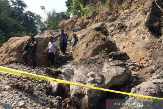 Seorang penambang di lereng Merapi tewas tertimpa longsoran batu