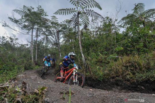 Serunya bersepeda MTB di kawasan Gunung Galunggung