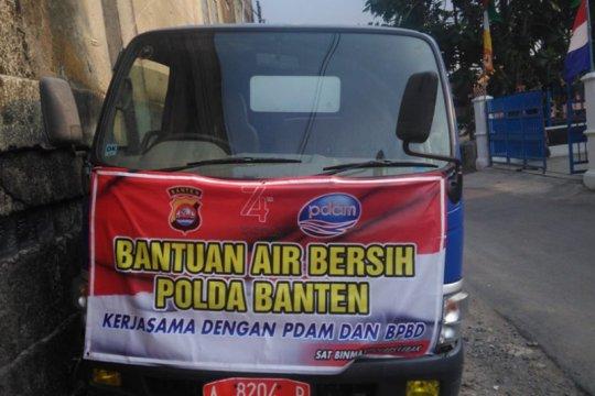 BPBD Lebak dan Polda Banten salurkan air bersih