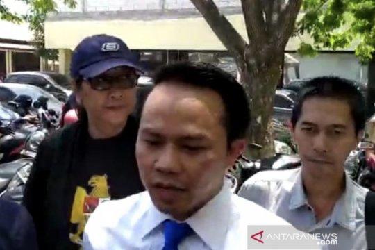 Tri Susanti diperiksa sebagai tersangka diskriminasi di Polda Jatim