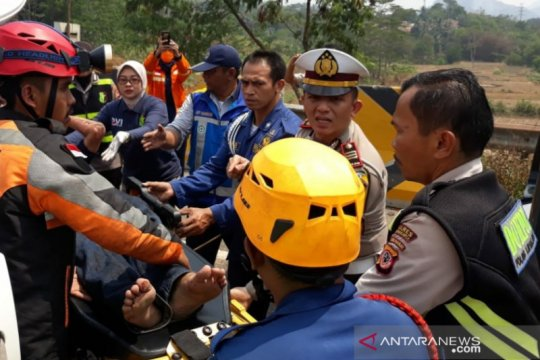 Kecelakaan maut Cipularang - Jasa Marga evakuasi korban
