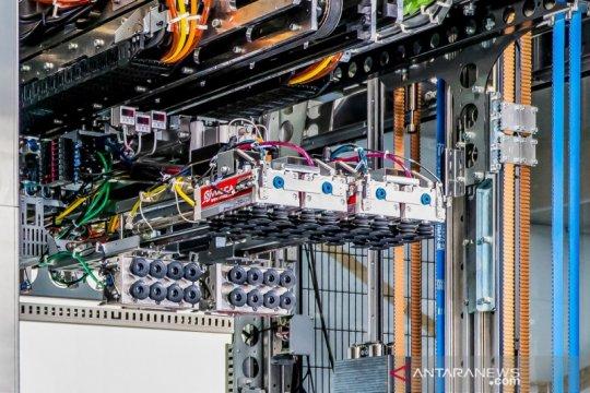 "Toshiba De-paletizer, robot logistik berteknologi ""image recognition"""
