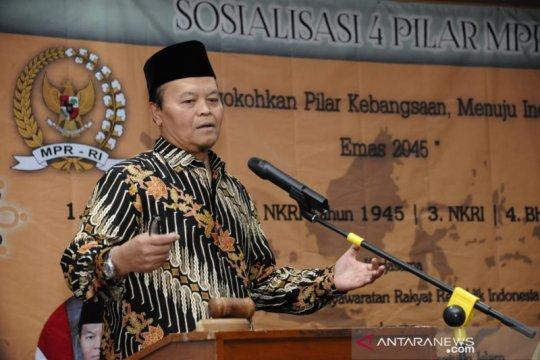 Wakil Ketua MPR heran Jokowi belum tandatangani RUU Pesantren