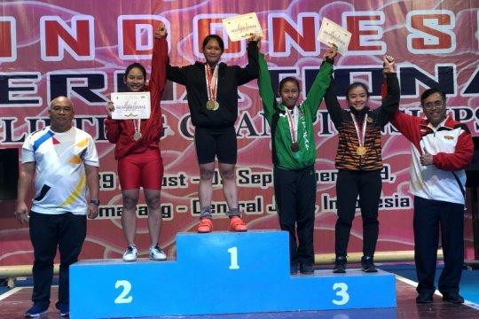 Lifter junior putri Samarinda kalahkan atlet Malaysia