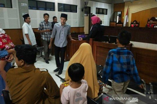 Pemotong dana PKH Lombok Timur divonis dua tahun enam bulan penjara