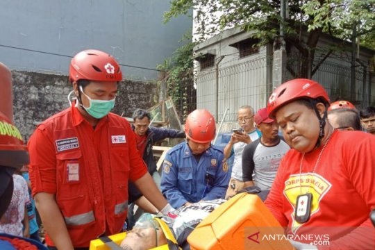 PMI Bogor dukung evakuasi penerjun yang jatuh di Cibinong