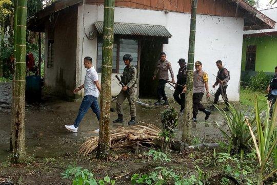 Papua Terkini - Polisi amankan atribut KNPB di Kampung Pisang Timika
