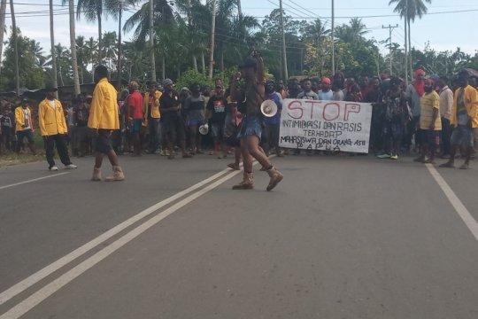Gubernur Papua Barat imbau warga akhiri aksi demonstrasi