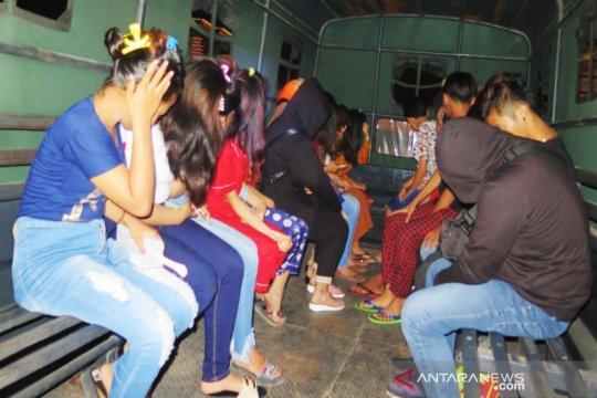Delapan perempuan diduga PSK online diamankan Polresta Banjarmasin