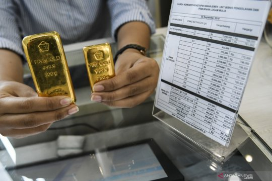 Harga emas batangan Antam turun