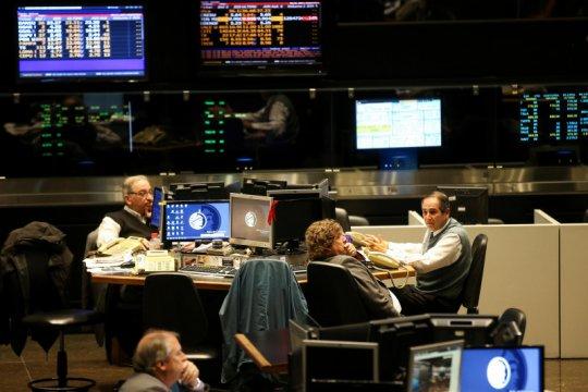 Saham berjangka turun karena tarif, Argentina terpukul kontrol modal