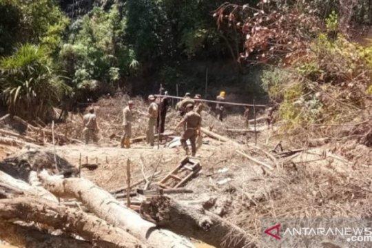 Tambang rusak hutan sejarah Bukit Menumbing pengasingan Bung Karno