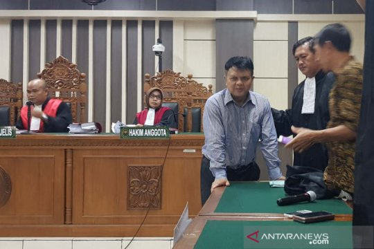 Hakim tolak nyatakan mantan Ketua PN Semarang terlibat suap bupati