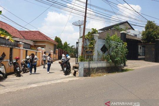 Wartawan dilarang memotret rumah Bupati Muaraenim di Palembang