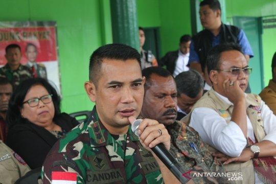 TNI kirim helikopter pindahkan pekerja tambang selamat