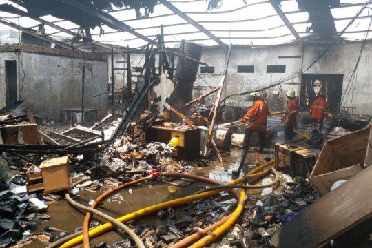 Kebakaran landa gudang pabrik sepatu di Jakarta Utara