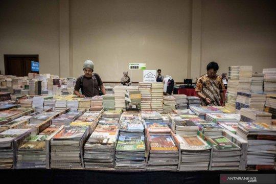Hari ini, festival buku, musik dan durian