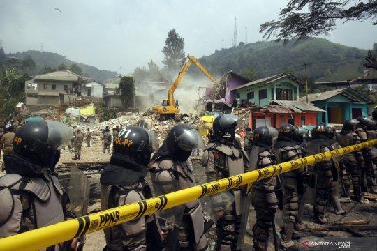 Pembongkaran bangunan tidak berijin di Puncak Bogor