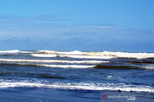 BPBD Cilacap pantau dampak gelombang tinggi di perairan selatan Jateng