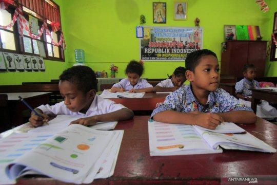 Pemerintah tingkatkan peran pendidikan dasar untuk basmi buta aksara