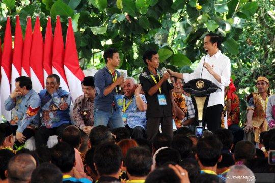 Presiden serahkan sertifikat TORA dan SK Hutan Adat di Kalbar