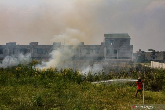 Kebakaran lahan di dekat permukiman penduduk