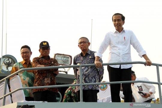 Presiden Jokowi menyusuri Sungai Kapuas