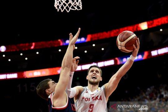Polandia lanjutkan catatan sempurna, atasi Rusia 79-74