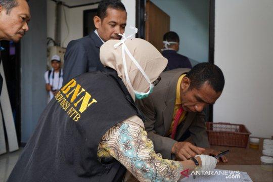 Puluhan anggota DPRD NTB jalani tes narkoba