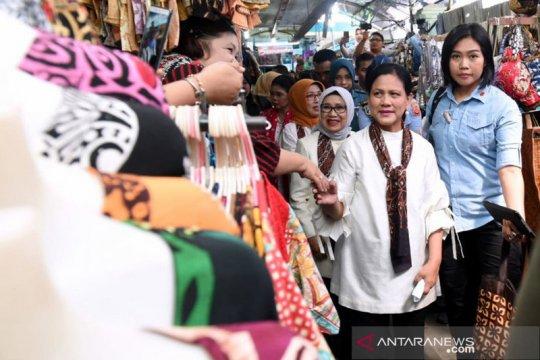 Iriana Joko Widodo kunjungi Pasar Beringharjo Yogyakarta