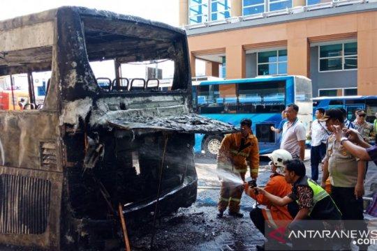 Terbakarnya bus apron tidak ganggu operasional Bandara Ngurah Rai