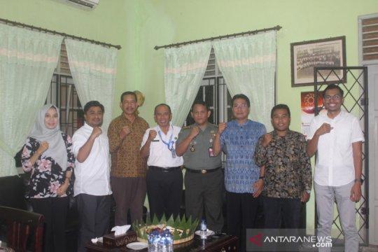 Kemenhan edukasi mahasiswa STIA Mataram tentang bela negara