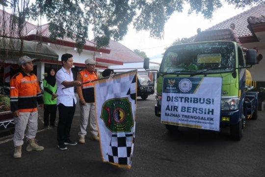 Baznas bersama bupati salurkan bantuan air bersih di Trenggalek